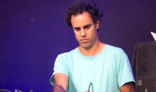 (GERMANY OUT) Four Tet aka Kieran Hebden - der DJ und Musiker bei einem Konzert beim MS Dockville Festival in Hamburg-Wilhelmsburg vom 21.08.2015 - 23.08.2015. (Photo by JazzArchivHamburg/ullstein bild via Getty Images)